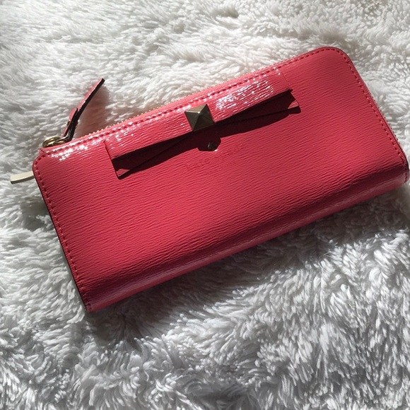 kate spade Handbags - ♠️ Kate Spade Beacon Court leather wallet ♠️